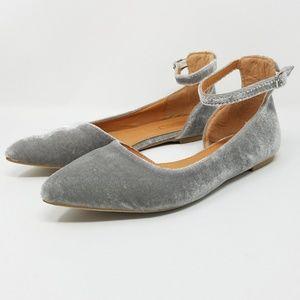 "Yoki ""Urban"" Gray Velvet Pointed Toe Flats, Sz 7.5"